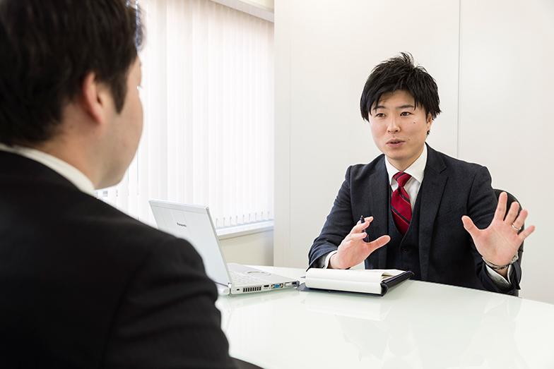 求職者一人ひとりの「意向」「性質」と、企業の求人とのあいだに橋を架ける。中野氏の仕事はそんなふうに表現されることが多い。「意向」とは、「こうしたい」「こうなりたい」という個人の目指すあるべき姿であり、「性質」とは、その人の性格や人間性を指す。表面的な条件に惑わされず、本質を見極めた上でマッチングするという意味だ。