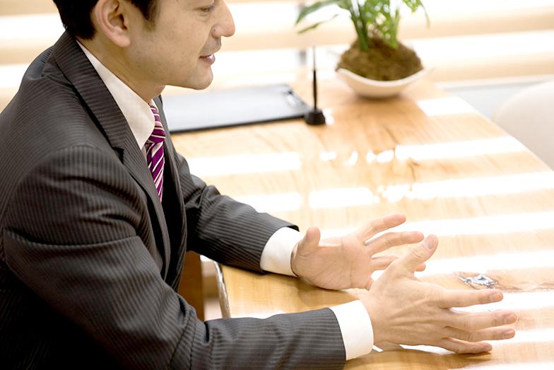 「家族信託」は、不動産や金銭等の資産をもつ個人が、生前からその資産を信頼できる家族や親族に託す仕組みである。自分の老後や介護に必要な資金の管理はもとより、円満な資産承継を実現する相続・争族対策としても有用性が高い。同制度の活用を提案する宮田氏のもとには、こんな相談が寄せられる。
