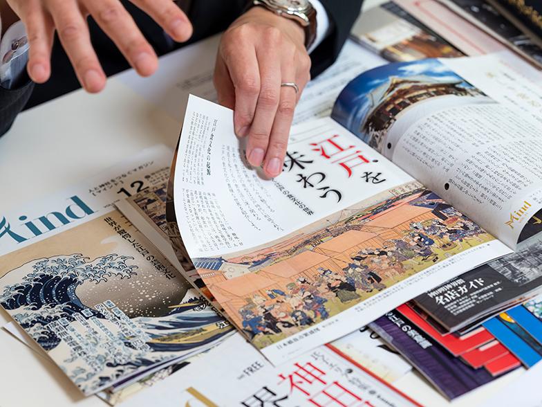 全国の神社から、参拝者向けのパンフレットなど販促物の制作依頼を数多く受けてきた青木氏。そのなかに、東京都千代田区にある神田明神とコラボして、神社界初のフリーペーパーとして発刊した『Mind』がある。今も年1回定期的に発行され、通算13号を数える同誌が地域に果たした役割は小さくないようだ。