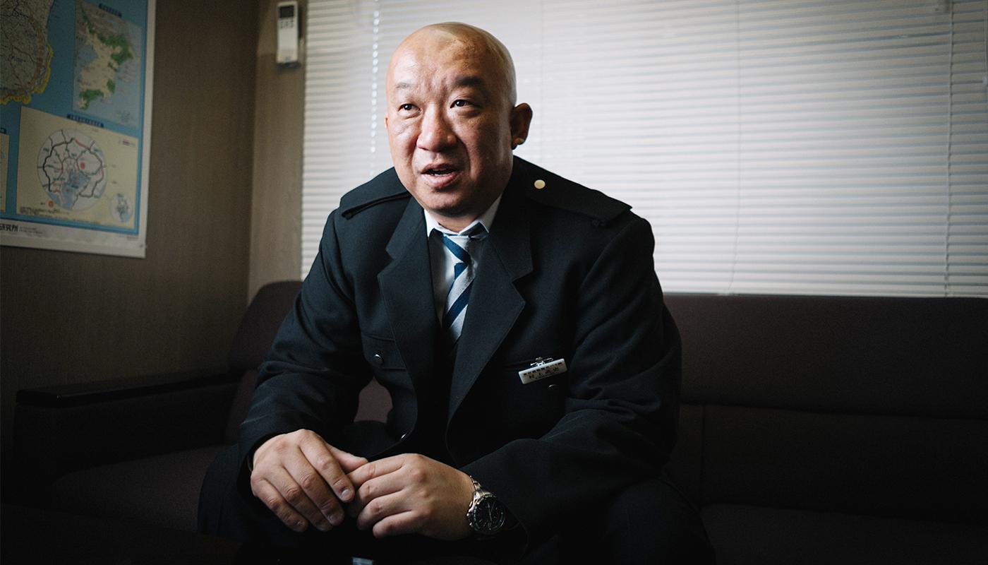 観光バスに乗って10年になる村上氏の、ドライバー歴のスタートはトラックだった。同じ運転業ということで、それほど意識せずにトラックから観光バスに乗り換えたものの、その「違い」を最初から如実に感じさせられたという。