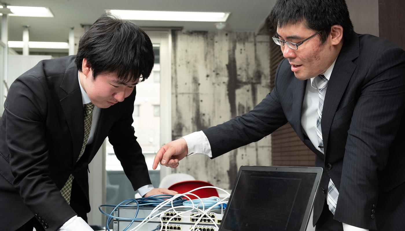 伊藤氏が成長の一つのきっかけと振り返るのは、「OZsoftでの実践的な社内研修」である。その研修に出会う前は、「まったくの素人」にすぎなかったと、やや自嘲気味に語る伊藤氏は、研修を経てどう変わったのか。
