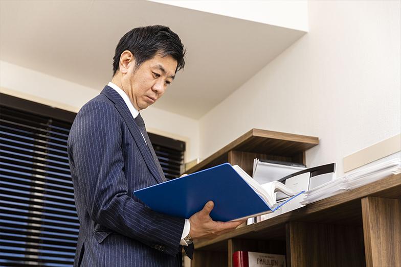 """""""プロフェッショナル・アドバイザー""""。松尾氏は自分自身の職種をそう定義している。企業経営についてアドバイスするコンサルタントのことをイメージするだろうか。しかし、同氏のいう「プロフェショナル・アドバイザー」はまったく異なる。自らの仕事に対する独特の使命感に裏打ちされた、「プロフェショナル・アドバイザー」の定義。それが生まれた背景には、若かりしころの苦い思い出があった。"""