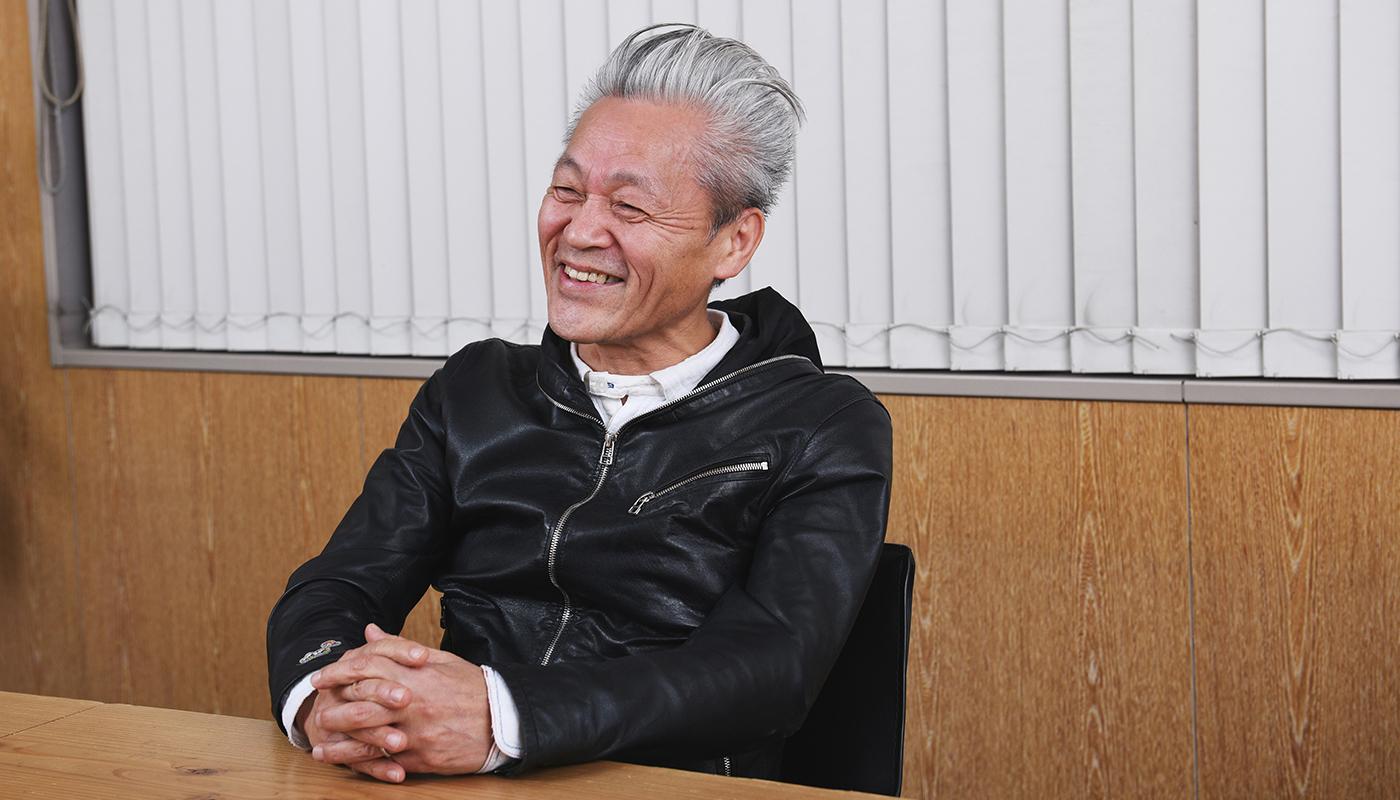 介護福祉士の国家資格も、ホームヘルパーの仕事もなかった33年前。介護はおもに育児を終えた女性たちが支えていた時代に、和田氏は前職の鉄道メンテナンスの仕事から、特別養護老人ホームの職員へ転身。介護の世界へと飛び込んだ。「家政婦のような仕事」と認識されていた当時の介護のあり方に、和田氏は強烈に異を唱え続けている。