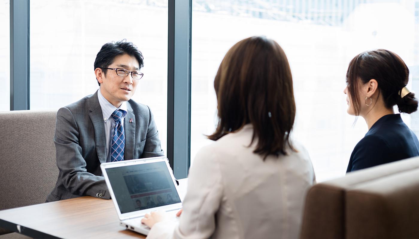 ——なるほど。では、新卒で入社した人財が、どうやって給与コンサルタントとして活躍できるまでに成長するのか、プロセスを教えてください。