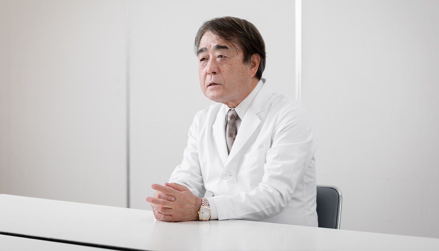 ——水野理事長は1981年、神奈川県・横浜市都筑区に水野クリニックを開院して以来、開業医として活躍してきました。その後、1996年に、高齢者福祉施設を運営する医療法人活人会を設立しました。なぜ、高齢者の福祉の領域にまで、活動の範囲を拡大したのでしょうか。