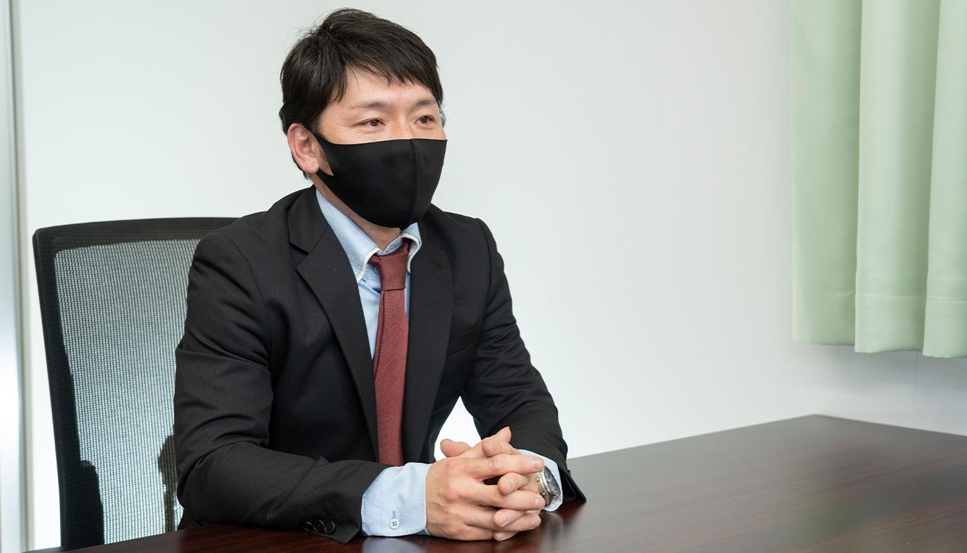 ——佐藤さんは、おもにイベント会場の設営を担当しているそうですね。現場ではどのような仕事をしていますか。