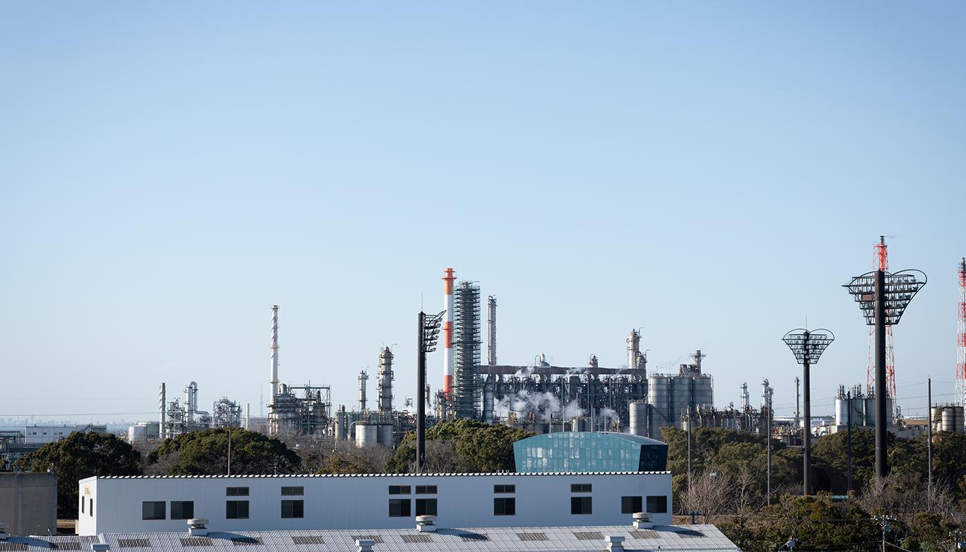 ——アラキ総産は、発電所や工場などの設備・装置のメンテナンスに携わっていますね。どんな現場なのか、イメージを教えてください。